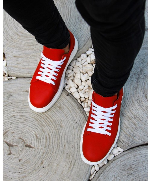 McQueen - красного цвета на белой подошве