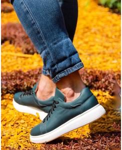 McQueen - зеленого цвета на белой подошве